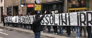25 aprile, otto ultras laziali indagati per manifestazione fascista dopo lo striscione esposto a Piazzale Loreto