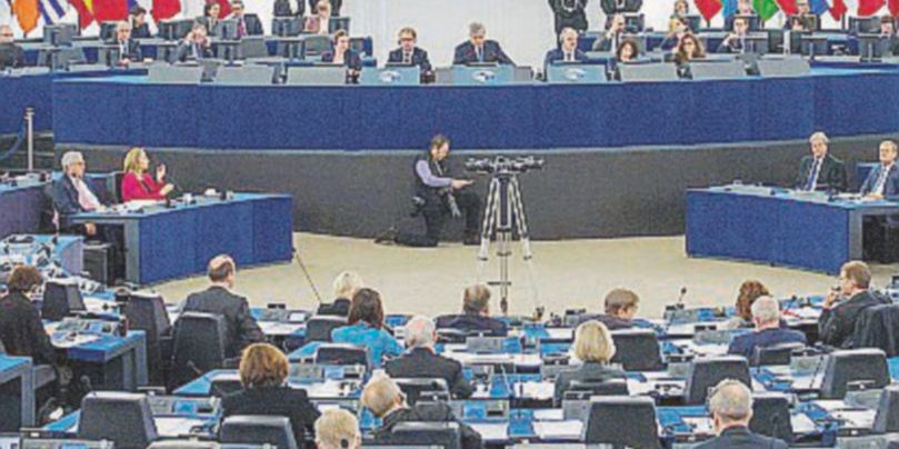 """Gli europarlamentari italiani diventano """"precari"""""""