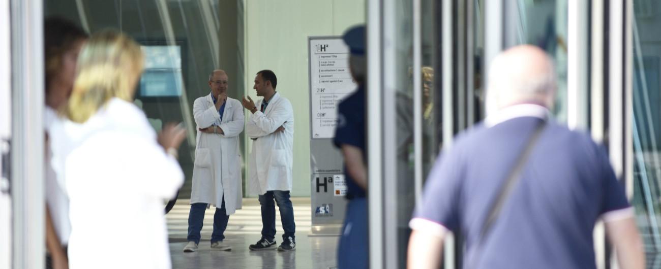 Sanità, tra i medici europei che lasciano il loro Paese più della metà sono italiani: reclutati su Linkedin, paga molto più alta