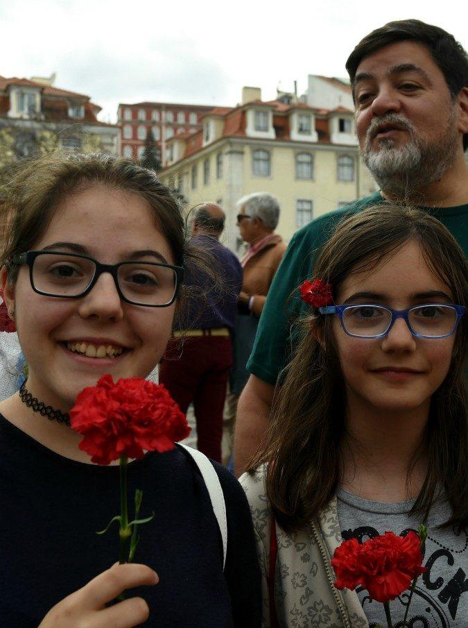 Portogallo, l'altro 25 aprile: 45 anni fa la rivoluzione dei garofani sconfiggeva la dittatura di Salazar
