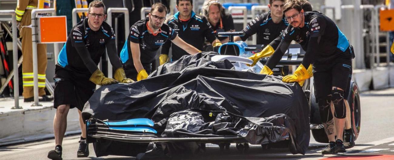 Formula 1, Gp di Baku: salta tombino in pista, danneggiata la Williams di Russell. Annullata la prima sessione di libere