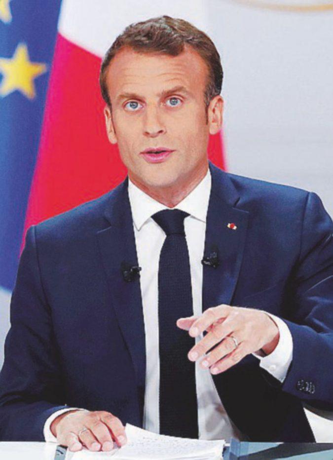 """Macron ai Gilet gialli: """"Taglio di tasse sui redditi, ma dovrete lavorare di più"""""""