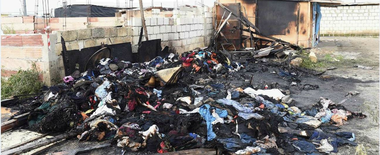 Foggia, rogo nella baraccopoli abusiva di Borgo Mezzanone. Giovane del Gambia muore carbonizzato