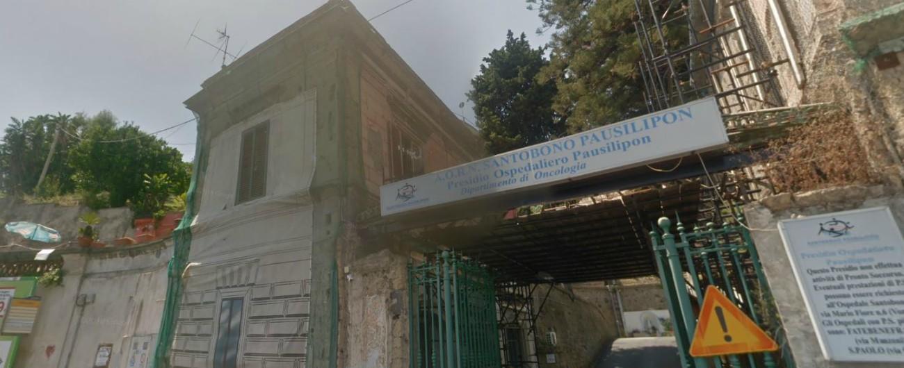 Napoli, si lancia nel vuoto dal balcone dell'ospedale dov'è ricoverato il figlio: salvata in extremis dai vigili del fuoco