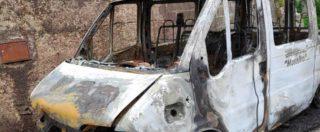 """Sutera, nel borgo siciliano dell'accoglienza bruciato il pulmino per i migranti: """"Clima di odio senza precedenti"""""""