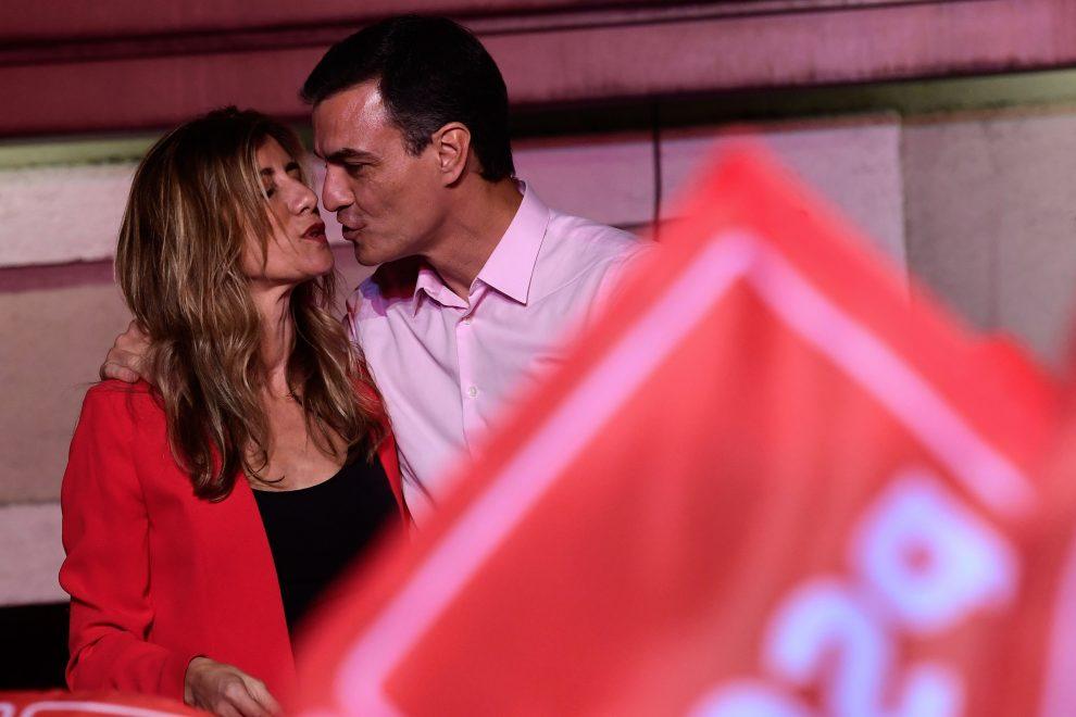 La piazza di Madrid a sostegno di Sanchez