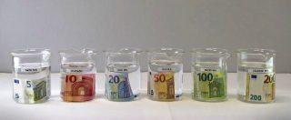 """Euro, la resistenza delle nuove banconote da 100 e 200: """"Ecco cosa succede se le lasciate in lavatrice"""""""