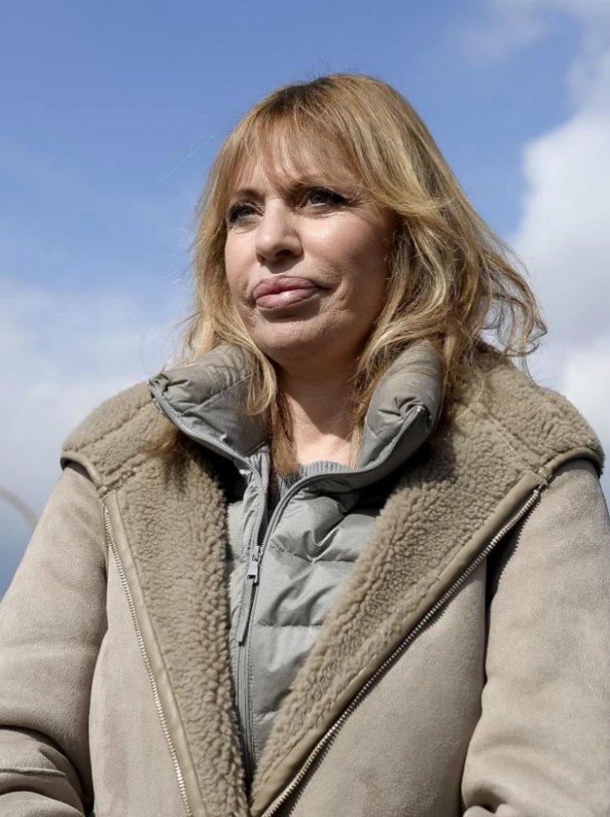 """Alessandra Mussolini cancellata da Instagram: """"Discriminata per delle foto sulla tomba di famiglia"""""""