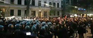 Milano, scontri tra polizia ed estrema destra al corteo per Ramelli: due feriti. Poi trattativa e 'passeggiata' autorizzata