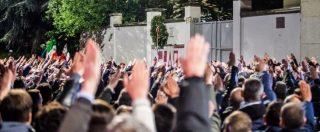 """Milano, corteo per Sergio Ramelli e saluti romani davanti alla lapide: la procura indaga per """"manifestazione fascista"""""""