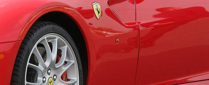 """Bari, figlio del boss accompagnato in Ferrari alla prima comunione. Il parroco: """"Qui il male fa più rumore del bene"""""""