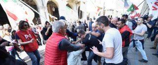 """1 maggio, a Torino scontri No Tav-Pd. Scambio di accuse: """"Cinghiate dai dem"""". """"Noi aggrediti. M5s corresponsabile'"""
