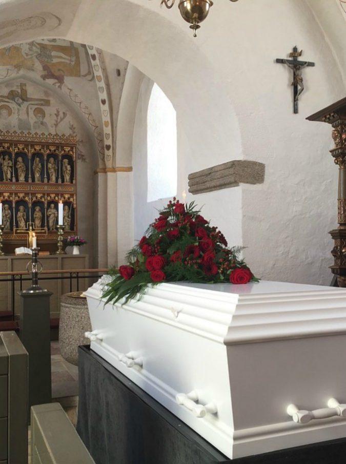 Ragazzo di 20 anni dichiarato morto si sveglia il giorno dopo: amici e parenti stavano organizzando il funerale