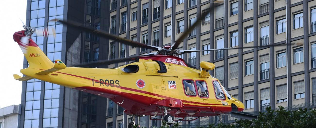 Mantova, elicottero precipita sulla zona industriale di Pegognaga: morto il pilota. È l'ex direttore finanziario di Cellular Line