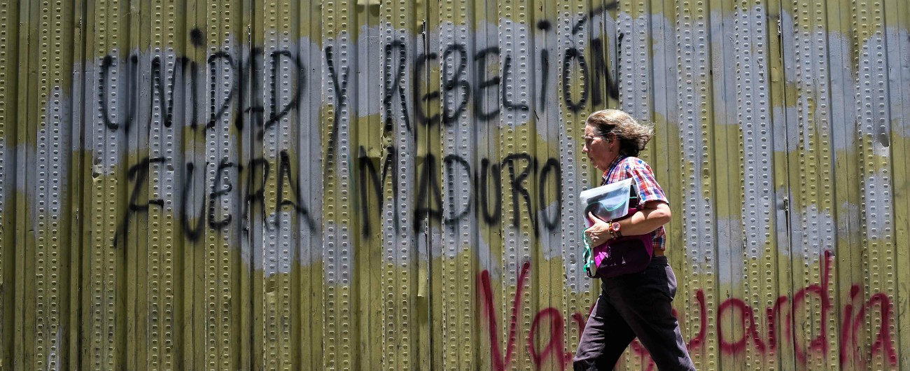 Venezuela, Guaidò spinge l'opposizione: 'Convocare assemblee e continuare proteste'. Cnn: 'Trump vuole inviare soldi'