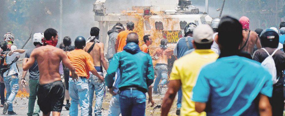 Venezuela, né con Maduro né con Guaidó. A Caracas la fame, il caos, la corrente che va e viene – REPORTAGE