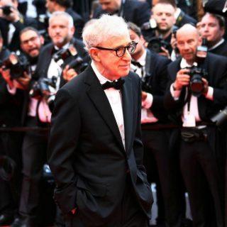 Woody Allen, l'improvvisa damnatio memoriae per il regista: né distribuzione del film né pubblicazione dell'autobiografia