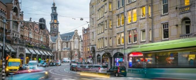 Amsterdam, il sindaco propone blocco auto diesel e benzina dal 2030