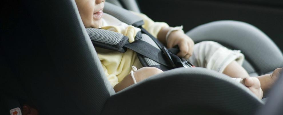 """Altroconsumo, """"slitta a novembre obbligo di dispositivi antiabbandono sui seggiolini in auto per bambini sotto i 4 anni"""""""