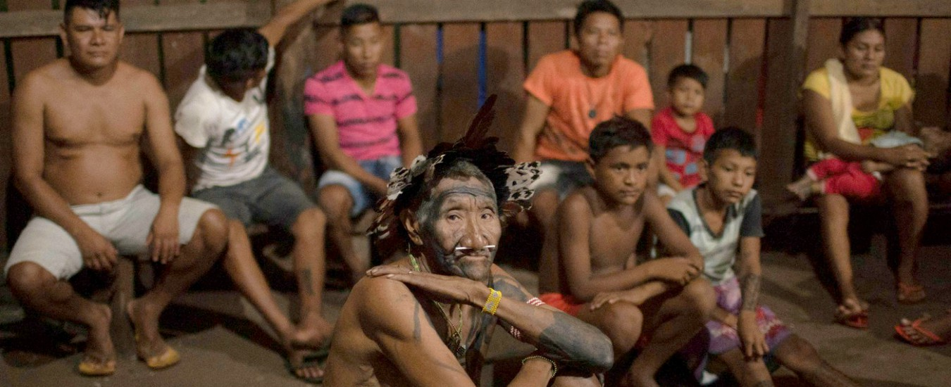 Tribù indigene in pericolo dall'America Latina all'India: minacciate da narcotraffico e imprese petrolifere