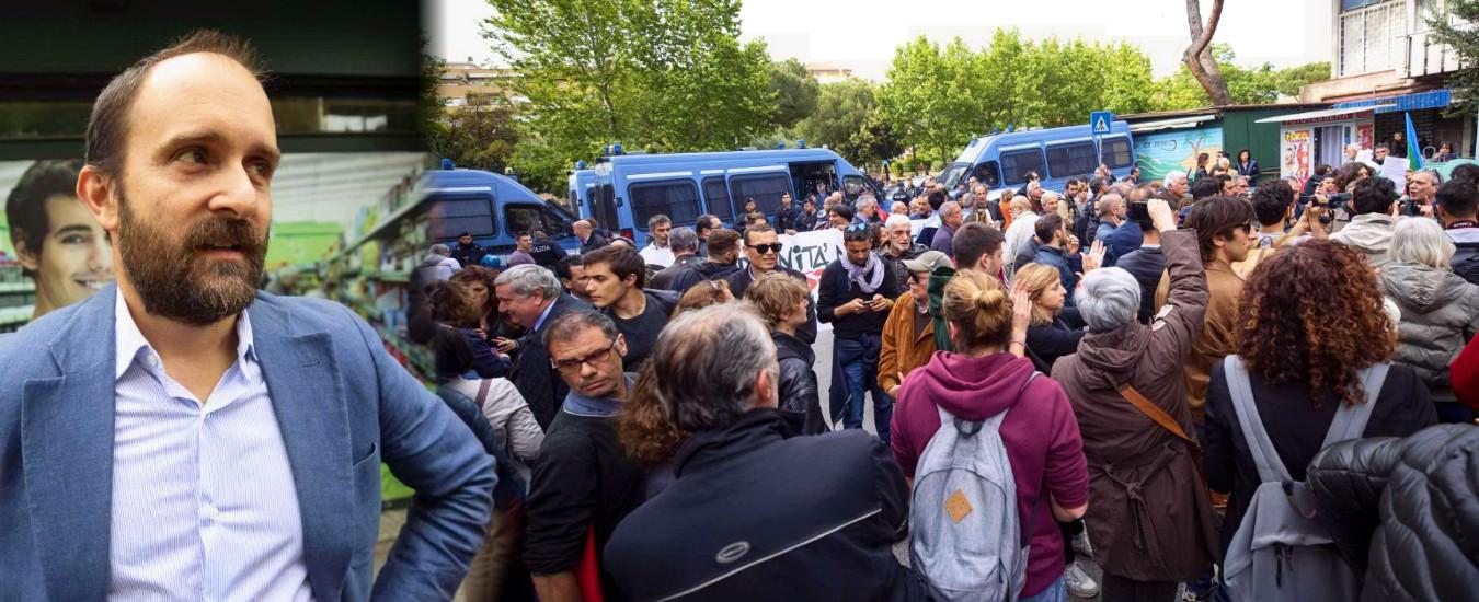 """Casal Bruciato, la protesta antifascista contro Casapound prende di mira anche Orfini: """"Fuori il Pd, non siete di sinistra"""""""