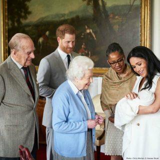 """Il principe Harry e Meghan Markle rivelano il nome del royal baby: """"Si chiama Archie"""""""