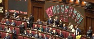 """Taglio parlamentari, ok della Camera. L'Aula dimezzata si riempie solo al voto. Pd: """"Spot"""". Centrodestra a favore"""