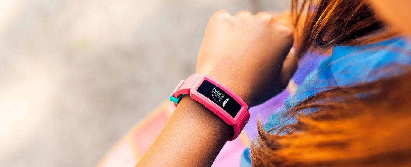 Fitbit Ace 2, il fitness tracker per bambini che invoglia a fare un'ora di attività al giorno