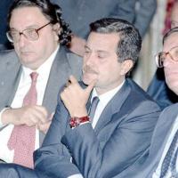 Assemblea della Federazione Italiana Editori di Giornali. Da sinistra, il ministro degli Esteri Gianni de Michelis, PSI con Carlo Vizzini, PSDI, Giorgio La Malfa, PRI, Roma, 25 ottobre 1991