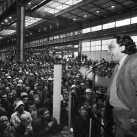 La crisi dell'Italsider di Bagnoli (ex Ilva) fece il suo debutto ufficiale lì il martedì nero del 3 novembre 1981, quando De Michelis, ministro delle Partecipazioni statali nel governo Craxi, and?? a Bagnoli ad annunciare agli operai riuniti in assemblea che l'altoforno chiudeva.