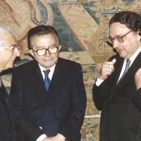 Il ministro degli Esteri Gianni De Michelis con il presidente della Repubblica Francesco Cossiga e il presidente del Consiglio Giulio Andreotti in un incontro al Quirinale