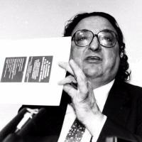 Gianni De Michelis, ministro degli Esteri tra marzo 1988 e giugno 1992, firmo' con l'allora ministro del Tesoro Guido Carli il Trattato di Maastricht sull'Unione europea
