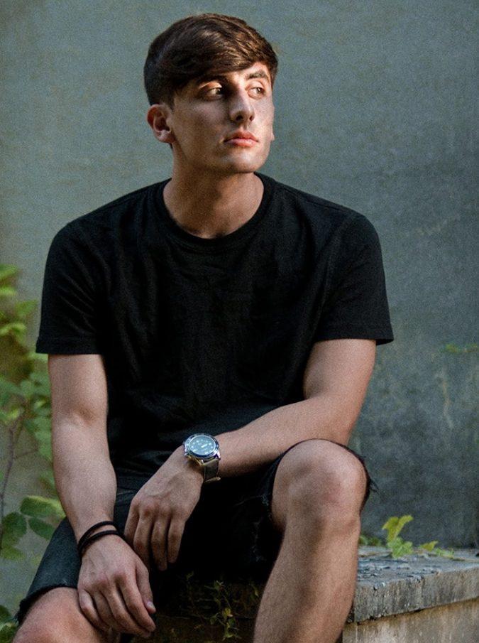 """Frosinone, morto il rapper 19enne """"Blind laugh"""". È precipitato da un parcheggio multipiano"""