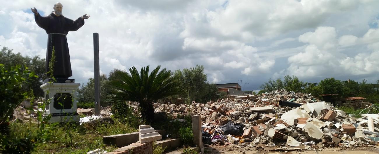 Roma, dopo la prova di forza del Comune ora i Casamonica abbattono i loro stessi abusi edilizi: demolite due ville