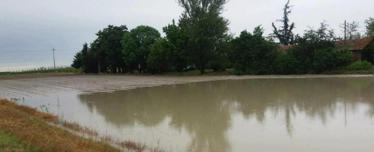Maltempo, Emilia-Romagna in ginocchio: fiumi esondati, frane e smottamenti. Nel Modenese la situazione è critica