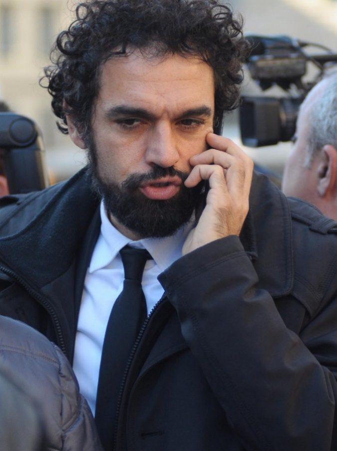 """Dino Giarrusso, la foto hot mandata alle amiche finisce in rete. Lui: """"Denuncerò alla polizia postale"""""""