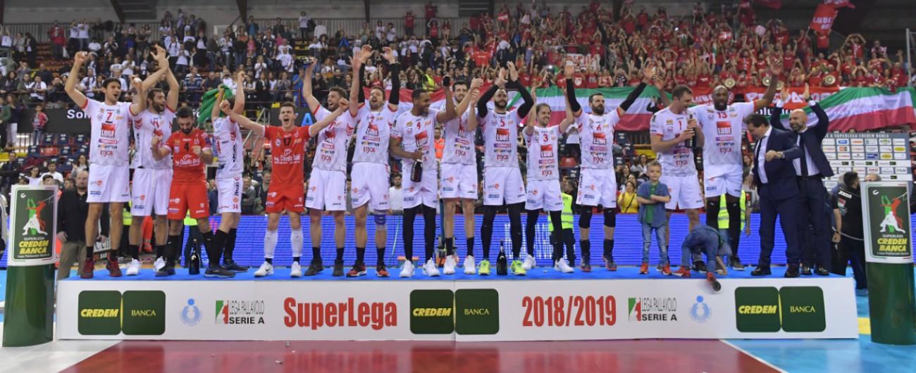 Volley, Civitanova campione d'Italia: Fefè De Giorgi batte Lorenzo Bernardi nella sfida in panchina tra gli allievi di Velasco