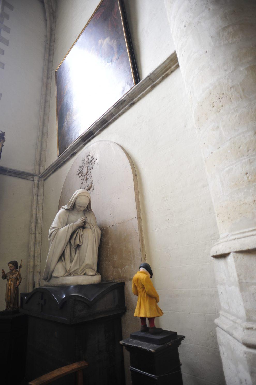 L'omino che fa pipì sulla luna, uno dei proverbi fiamminghi illustrati da Bruegel fuggito nella cattedrale