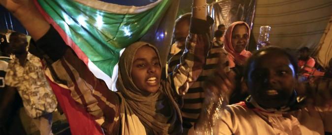 Sudan, accordo tra militari e opposizione: tre anni di transizione per indire elezioni e passare a un'amministrazione civile