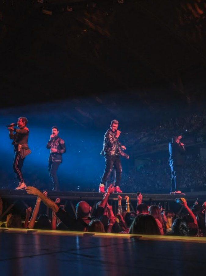 """Backstreet Boys: """"Rimarremo per sempre uniti per voi"""". E al concerto pubblico femminile over 30 con fidanzati che guardavano la Coppa Italia sul telefono"""