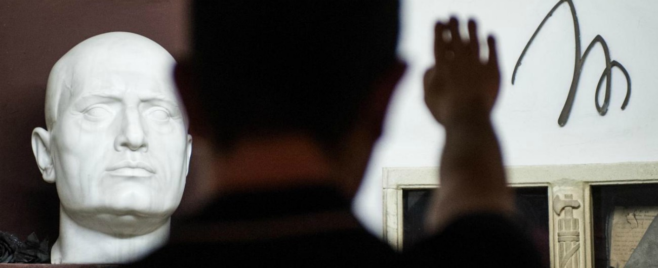 """""""Saluto romano è reato, non è fatto di lieve entità"""": la Cassazione conferma la condanna per gesto in Comune a Milano"""