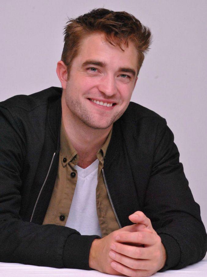 """""""Robert Pattinson sarà Batman"""", così l'eroe di Gotham City diventa millennial e molto hipster"""