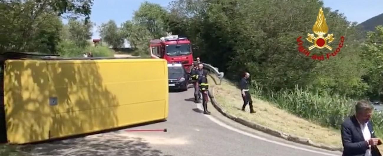 Padova, scuolabus si rovescia: 8 feriti. Autista fugge, poi viene arrestato: positivo all'alcoltest, aveva precedenti