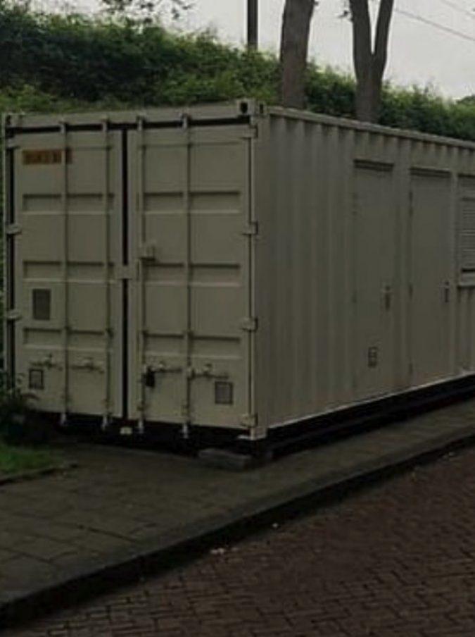 Amsterdam, prenota una camera su Airbnb per la partita di Champions League: quando arriva trova un container