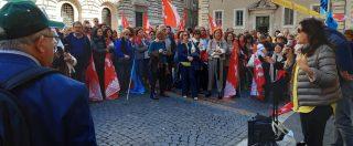 """Scuola, presidi in piazza contro l'obbligo dei controlli biometrici: """"È irrazionale"""""""