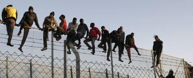 """Tangeri, il porto del Marocco dove i migranti africani sognano la Spagna: """"Qui reprimono i poveri con i soldi dell'Ue"""""""