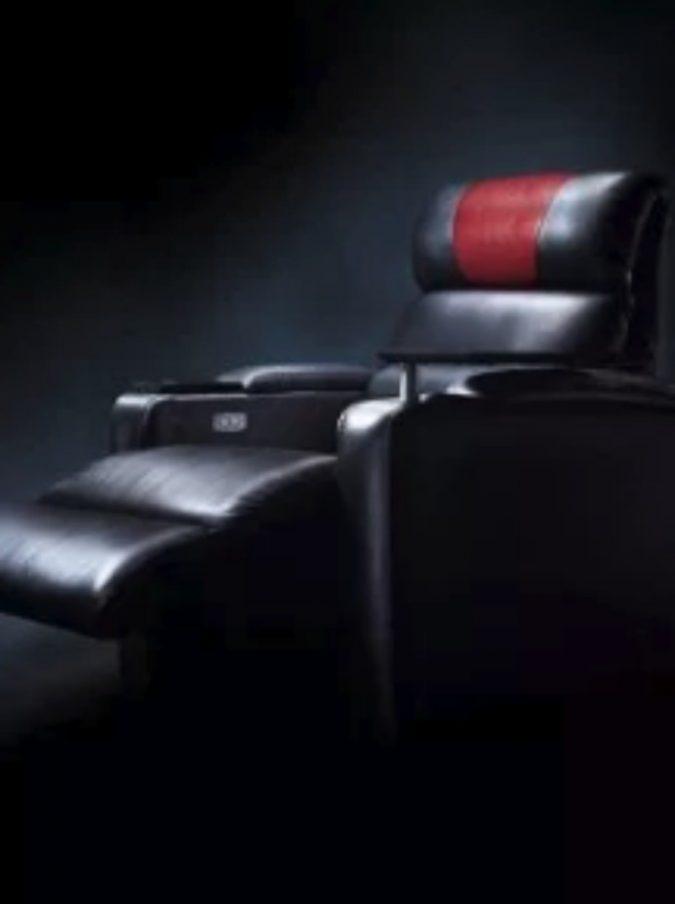 """Spettatore ammazzato dalla poltrona del cinema: """"Arresto cardiaco dovuto alla compressione del collo"""""""