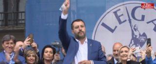 """Milano, Salvini invoca i patroni d'Europa e bacia il rosario: """"L'immacolato cuore di Maria ci porterà alla vittoria"""""""