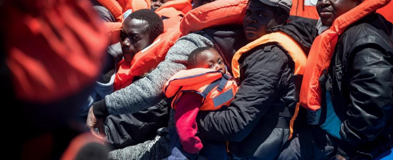 """Sea Watch, procura dispone il sequestro: così i 47 migranti vengono fatti sbarcare. Salvini: """"No autorizzazion"""