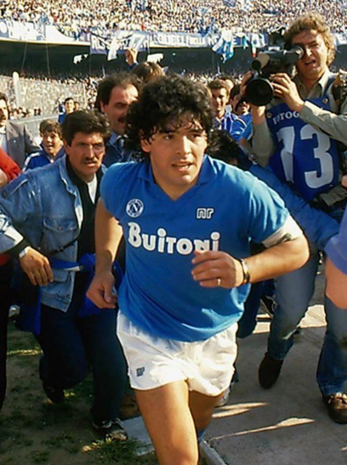 Diego Maradona, nel docufilm del premio Oscar Asif Kapadia il doppio volto di un semidio onnipotente e ragazzo fragile